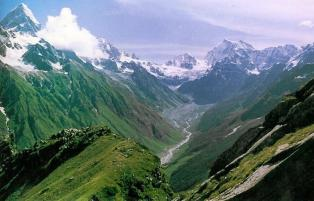 Поля и реки в Гималаях