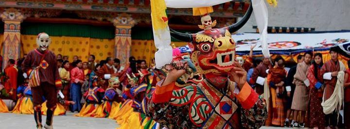 Монахи в Бутане