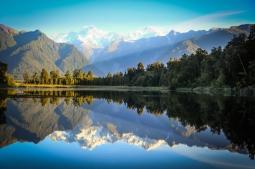 Гималайская природа - озеро и лес